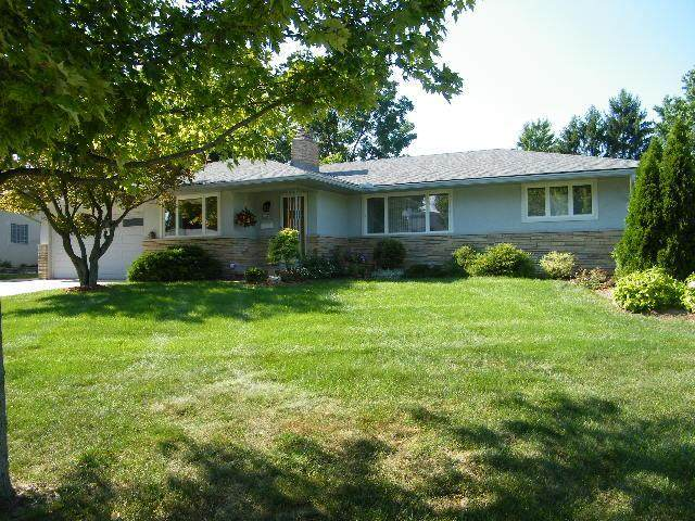 758 Stinson Drive, Columbus, OH 43214 (MLS #220026921) :: HergGroup Central Ohio