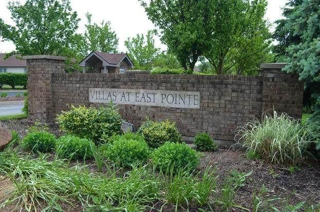 74 Villa Pointe Drive, Columbus, OH 43213 (MLS #221006114) :: CARLETON REALTY