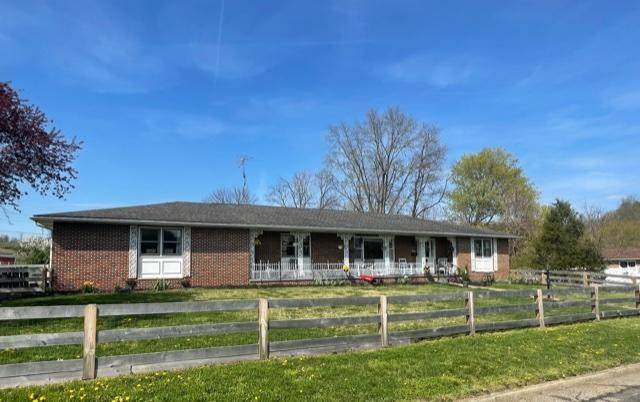 386 Hawthorne Avenue, Lancaster, OH 43130 (MLS #221011432) :: The Raines Group