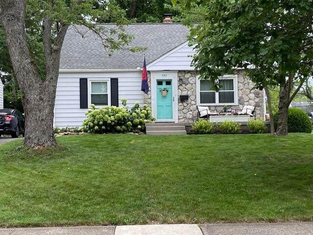 552 Chatham Road, Columbus, OH 43214 (MLS #221028194) :: Signature Real Estate