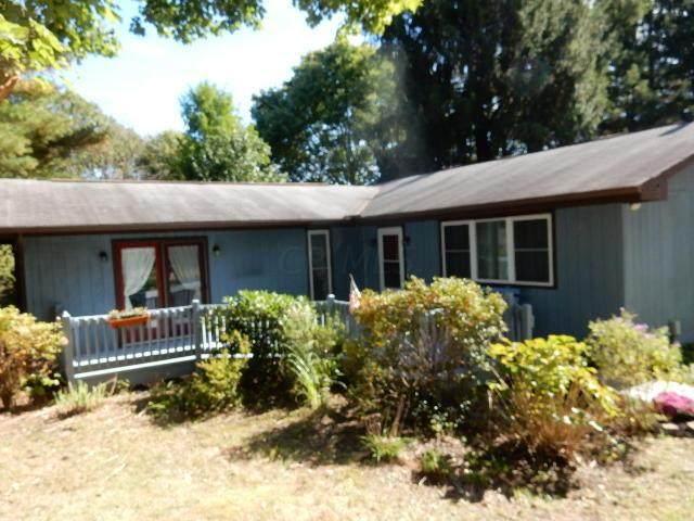 1385 Apple Valley Drive, Howard, OH 43028 (MLS #221038855) :: Greg & Desiree Goodrich   Brokered by Exp