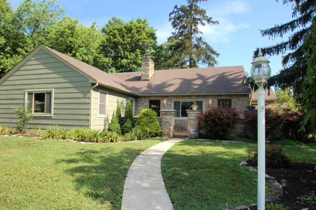 566 E Beaumont Road, Columbus, OH 43214 (MLS #219025554) :: Signature Real Estate