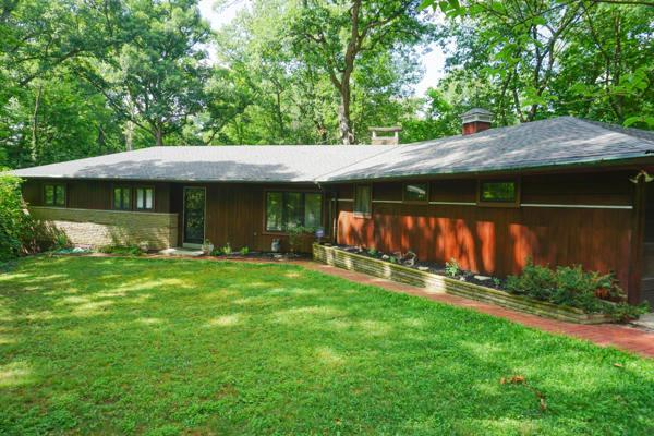 350 E Cooke Road, Columbus, OH 43214 (MLS #217039902) :: Berkshire Hathaway HomeServices Crager Tobin Real Estate