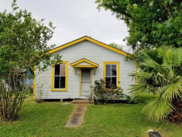 712 Mcdowell St, Austwell, TX 77950 (MLS #342304) :: Desi Laurel Real Estate Group