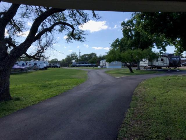 600 W James St, Rockport, TX 78382 (MLS #343118) :: Desi Laurel Real Estate Group