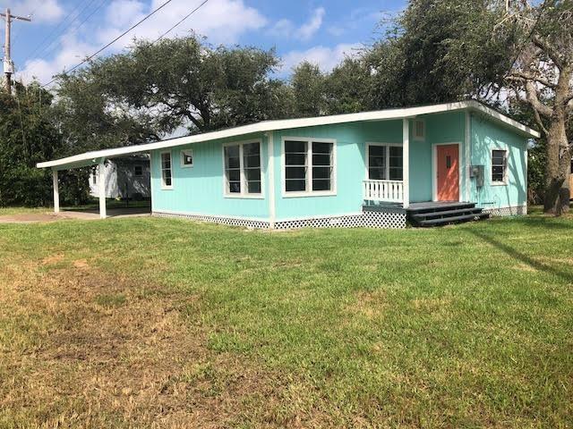 1131 S Pearl St, Rockport, TX 78382 (MLS #335996) :: Kristen Gilstrap Team