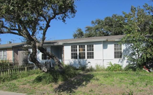 1365 Oak Park Dr, Aransas Pass, TX 78336 (MLS #339408) :: Desi Laurel & Associates