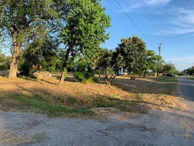704 E Corpus Christi Street, Skidmore, TX 78389 (MLS #369734) :: Desi Laurel Real Estate Group