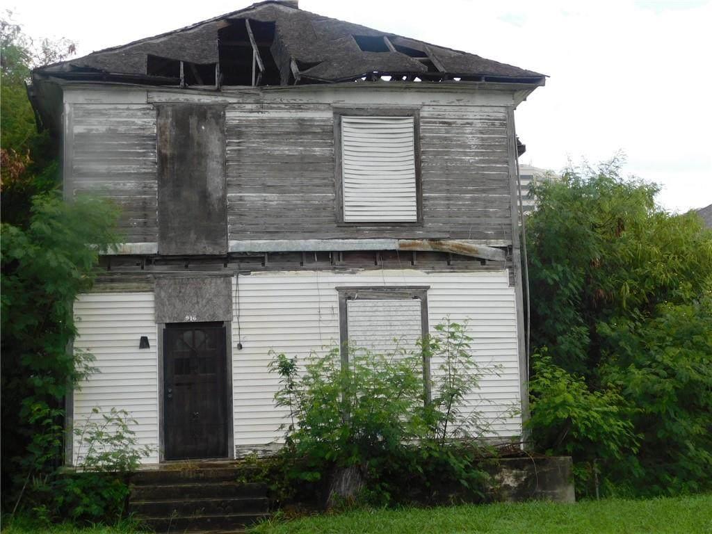 916 Waco Street - Photo 1