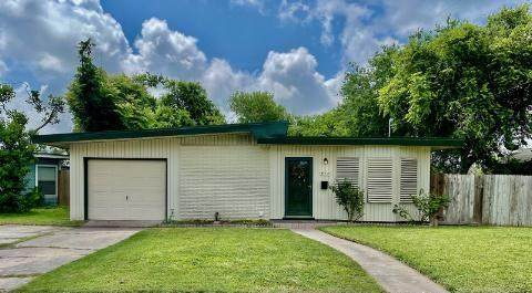 415 Robert Drive, Corpus Christi, TX 78412 (MLS #383466) :: South Coast Real Estate, LLC