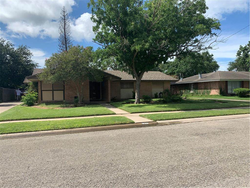 922 Coral Place - Photo 1