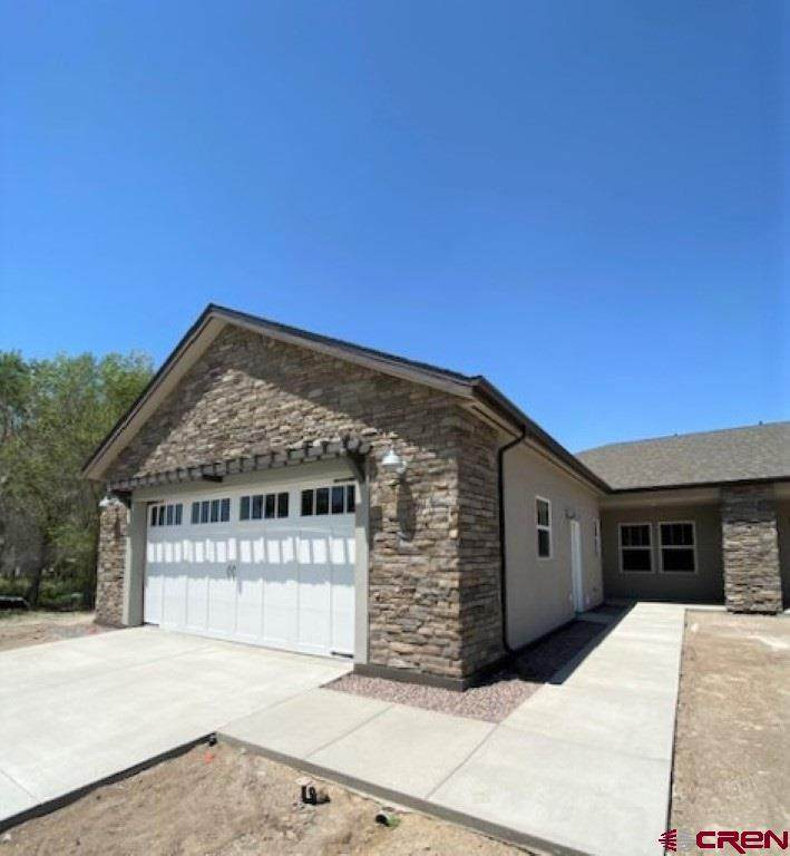 639 Country Club Circle - Photo 1