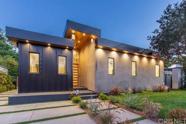 13542 Morrison Street, Sherman Oaks, CA 91423 (#SR20121456) :: Randy Plaice and Associates