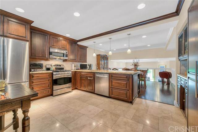 18356 Collins Street D, Tarzana, CA 91356 (#SR20127375) :: SG Associates