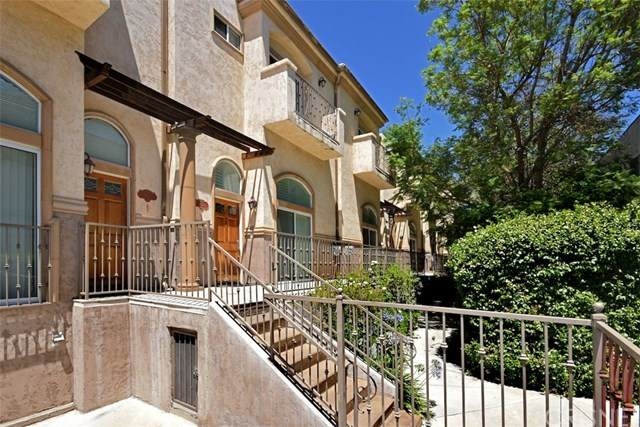 8840 Darby Avenue #11, Northridge, CA 91325 (#SR20132359) :: Randy Plaice and Associates