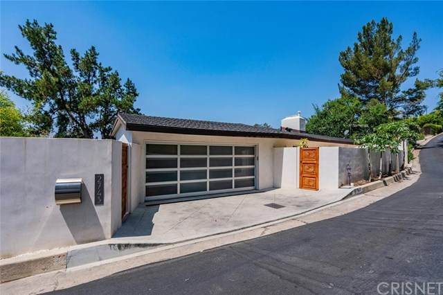 2743 Creston Drive, Los Angeles, CA 90068 (#SR20157069) :: The Suarez Team