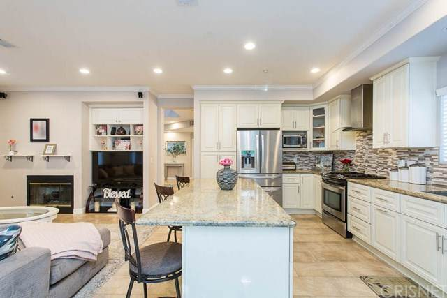 9054 Hayvenhurst Avenue #110, North Hills, CA 91343 (#SR20158098) :: TruLine Realty
