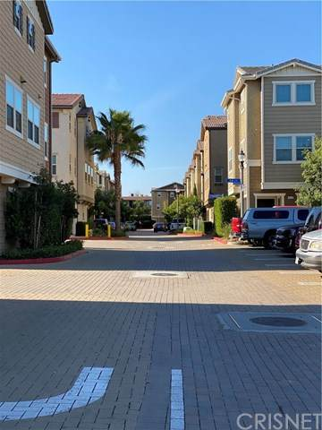 14121 W. Willow Lane, Van Nuys, CA 91405 (#SR20146030) :: TruLine Realty