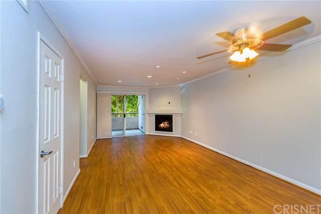 5525 Canoga Avenue #104, Woodland Hills, CA 91367 (#SR20183907) :: HomeBased Realty