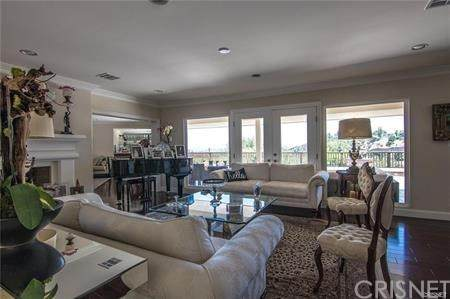 15689 Royal Ridge Road, Sherman Oaks, CA 91403 (#SR20193889) :: Compass
