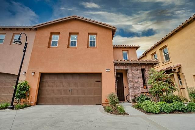 2331 Nicklaus Street, Oxnard, CA 93036 (#V1-1748) :: Compass