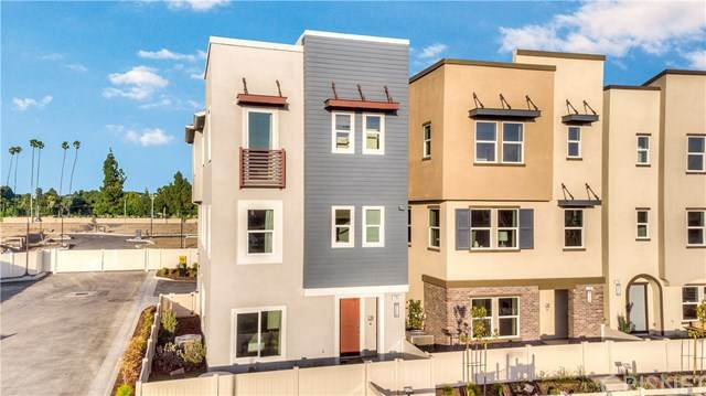 720 E Grace Avenue, Inglewood, CA 90301 (#SR20209830) :: The Grillo Group