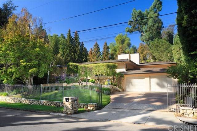 5033 Oakdale Avenue, Woodland Hills, CA 91364 (#SR20223063) :: Arzuman Brothers