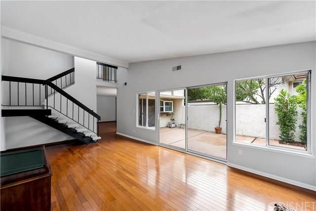 10510 Larwin Avenue #1, Chatsworth, CA 91311 (#SR20227805) :: Compass