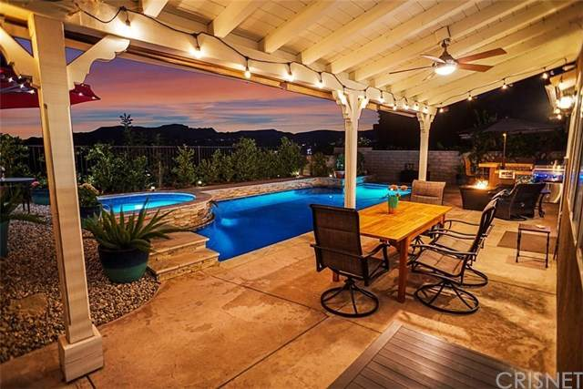 29411 Hidden Oak Place, Canyon Country, CA 91387 (#SR20224527) :: The Parsons Team