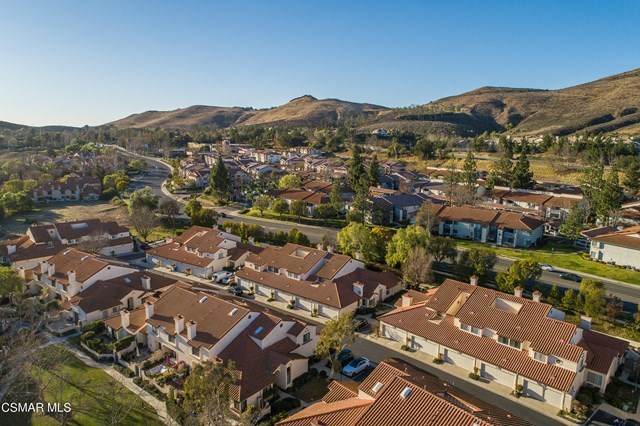 384 Country Club Drive D, Simi Valley, CA 93065 (#221000309) :: Berkshire Hathaway HomeServices California Properties