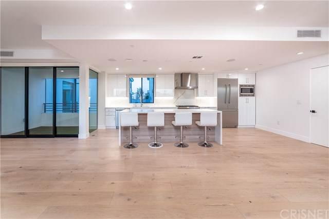 735 N Gramercy, Hollywood, CA 90038 (#SR21017264) :: Berkshire Hathaway HomeServices California Properties
