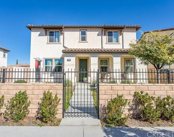 19153 Saticoy Street, Reseda, CA 91335 (#SR21035837) :: Berkshire Hathaway HomeServices California Properties