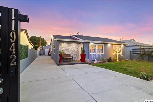 11942 Lorne Street, North Hollywood, CA 91605 (#320005091) :: Berkshire Hathaway HomeServices California Properties