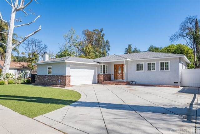 7106 Encino Avenue, Lake Balboa, CA 91406 (#SR21046610) :: The Grillo Group