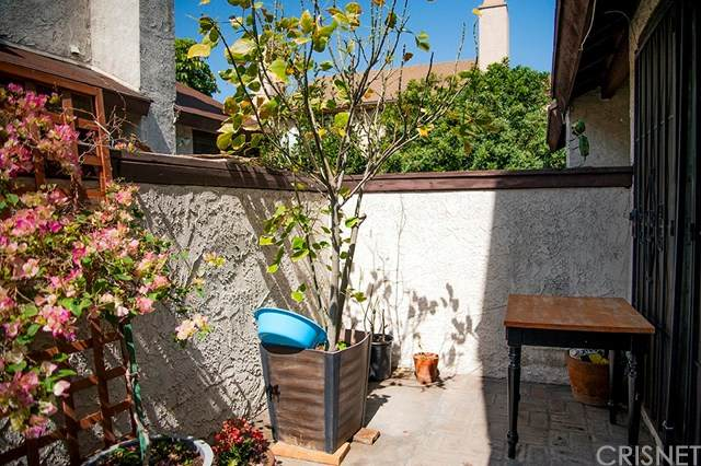 9555 Woodman Avenue #6, Arleta, CA 91331 (#SR21066873) :: Berkshire Hathaway HomeServices California Properties