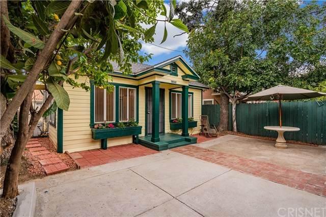 1747 N New Hampshire Avenue, Los Angeles, CA 90027 (#SR21067461) :: Montemayor & Associates