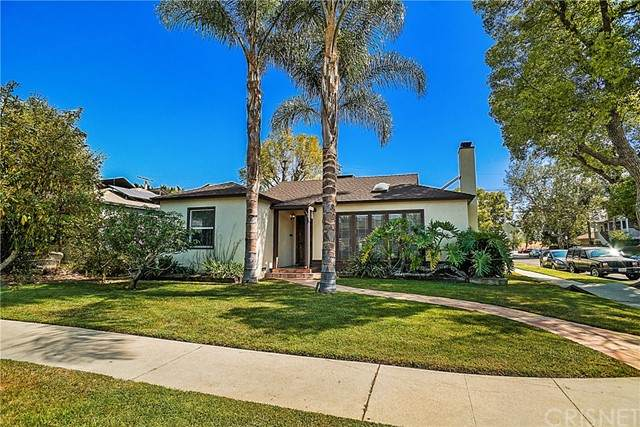 16750 Gilmore Street, Lake Balboa, CA 91406 (#SR21099465) :: Berkshire Hathaway HomeServices California Properties