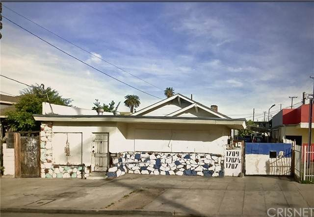 1711 W 35th Place, Los Angeles, CA 90018 (#SR21101355) :: The Grillo Group