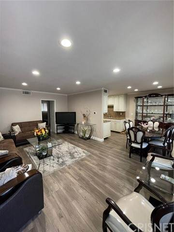 6160 Whitsett Avenue #5, North Hollywood, CA 91606 (#SR21101116) :: Montemayor & Associates