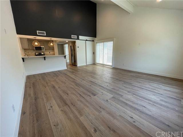 23401 Park Sorrento #8, Calabasas, CA 91302 (#SR21102025) :: Berkshire Hathaway HomeServices California Properties