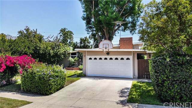 17964 Keswick Street, Reseda, CA 91335 (#SR21099613) :: Berkshire Hathaway HomeServices California Properties