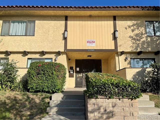 13540 Hubbard Street #4, Sylmar, CA 91342 (#SR21102159) :: Montemayor & Associates