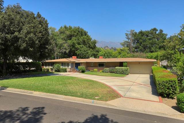 4620 Vineta Avenue, La Canada Flintridge, CA 91011 (#P1-4707) :: Montemayor & Associates
