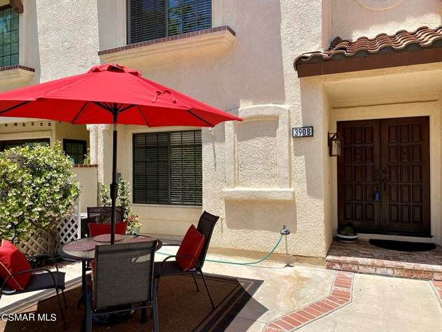 390 Country Club Drive B, Simi Valley, CA 93065 (#221002683) :: Berkshire Hathaway HomeServices California Properties