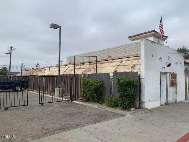 932 W Wooley Road, Oxnard, CA 93030 (#V1-6092) :: The Grillo Group