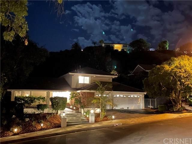1882 Stonesgate Street, Westlake Village, CA 91361 (#SR21115396) :: Berkshire Hathaway HomeServices California Properties