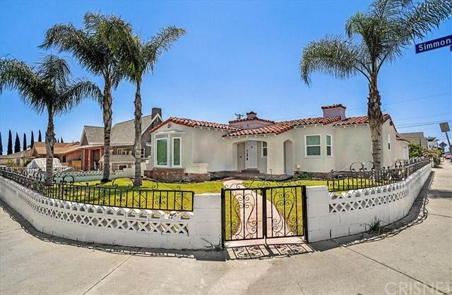 701 Simmons Avenue, East Los Angeles, CA 90022 (#SR21116418) :: Montemayor & Associates