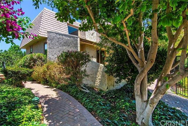 6225 Shoup Avenue #88, Woodland Hills, CA 91367 (#SR21115081) :: The Parsons Team