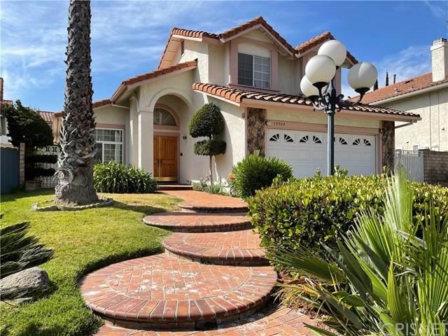 19924 Lisa Lane, Porter Ranch, CA 91326 (#SR21122563) :: Montemayor & Associates
