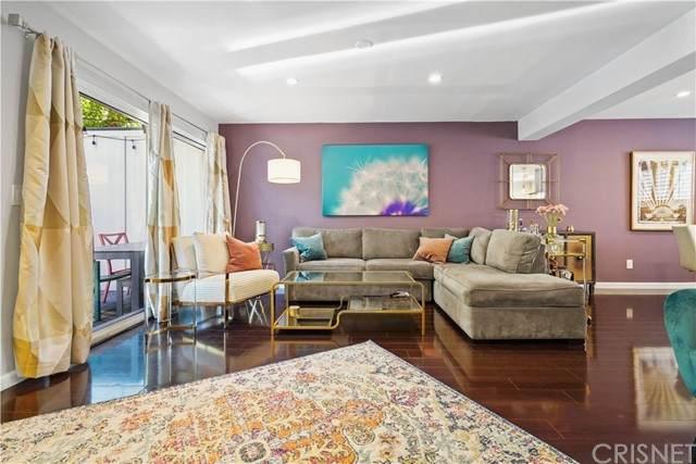 18550 Hatteras Street #36, Tarzana, CA 91356 (#SR21104727) :: Montemayor & Associates